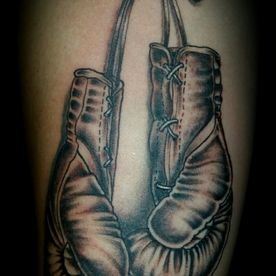 BLACK AND GREY, BOKSHANDSCHOEN, BOXING CLOVES, TATTOO, TATOEAGE