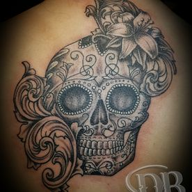 BLACK AND GREY,TATTOO,TATOEAGE,DOODSKOP,SKULL,BLOEMEN,FLOWERS,SUGAR SKULL